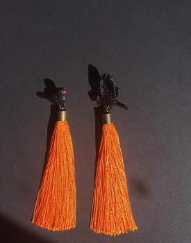 """Auskari """"Melnais strazds"""" ar oranžām skarām"""